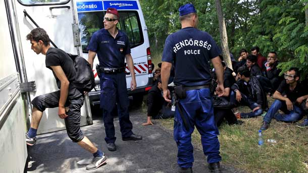 Hungary passes law to tighten asylum rules