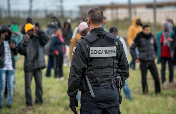 French riot police spray chemicals on refugees
