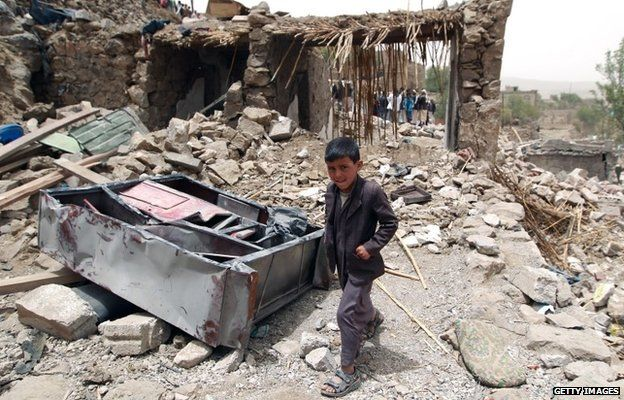 Yemen 'crumbling' from war, desperately needs aid