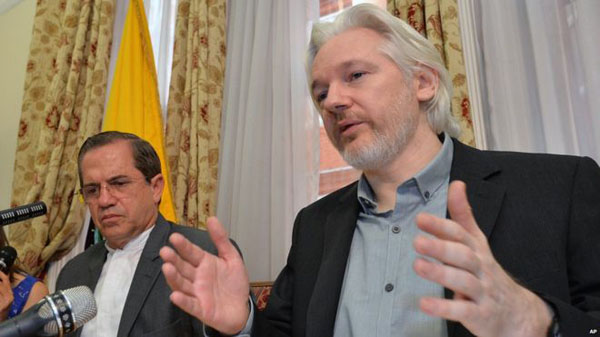 US, Ecuador deny colluding to block Assange