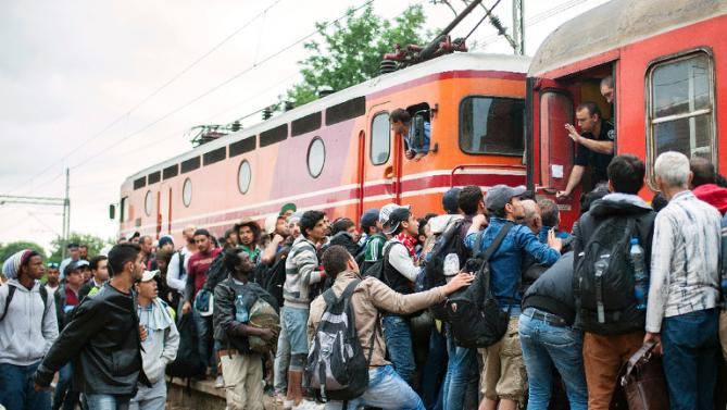 Macedonia declares 'state of emergency' over migrant influx