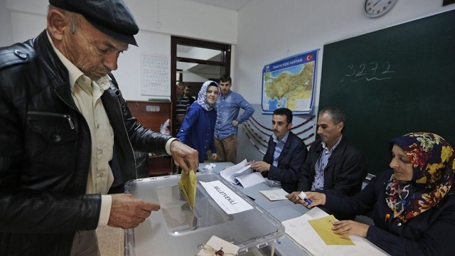 Turkey: polls show early election won't change situation