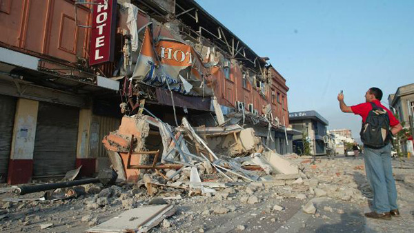 Thousands left homeless by giant Chile quake
