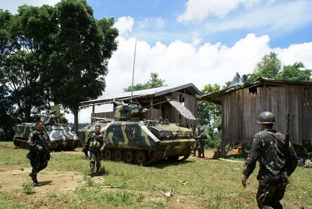 Philippines: Soldier shoots five dead at camp