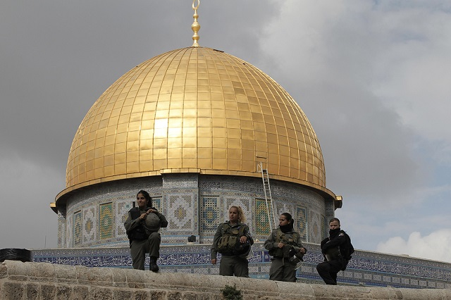 For second day, Jerusalem's Al-Aqsa beset by clashes