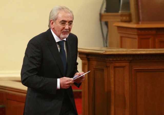 Expelled Bulgaria party leader announces new 'liberal' party
