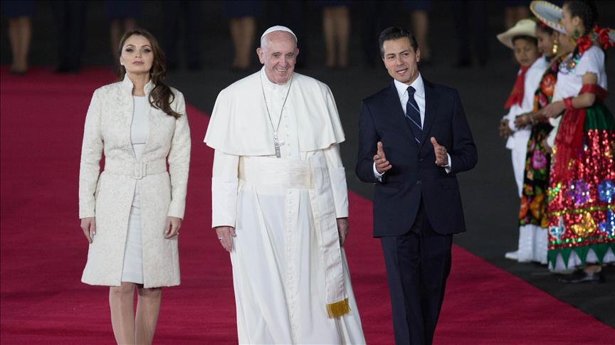 Pope urges Mexico's political, church elite to transparency