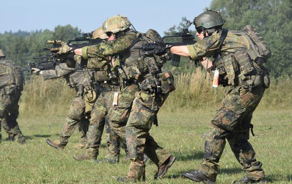 Four far-right extremists discharged from German military