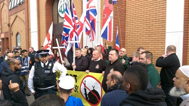 Far-right protesters target mosque in London