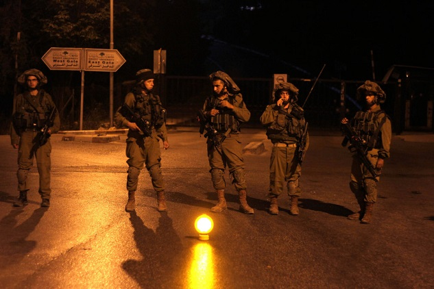 Israeli army detains 16 Palestinians in W. Bank raids