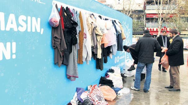 Pop-up stores give free clothes to homeless