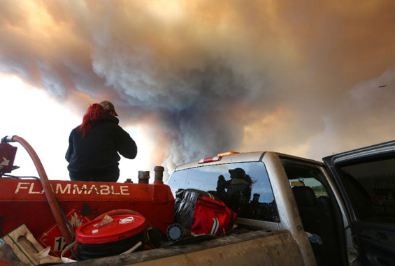 Canada fires threaten worlds 3rd largest oil sands