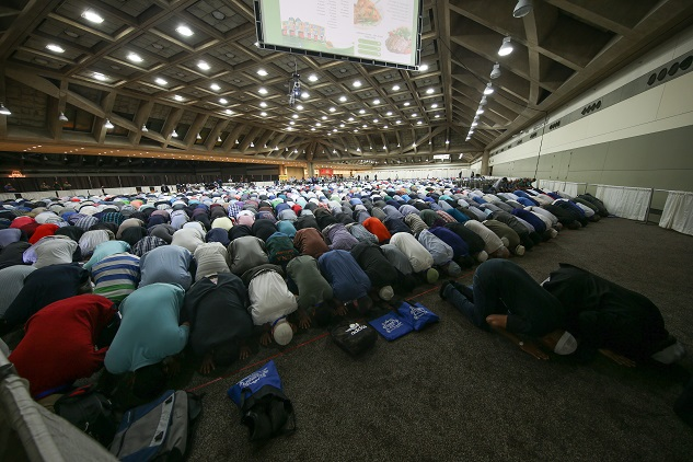 Thousands gather at largest convention of US Muslims