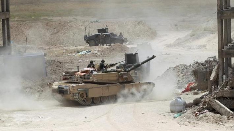 Iraqi troops open safe route from Fallujah, 4,000 flee