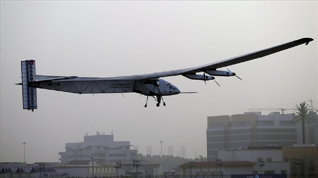 Solar plane pilots promote clean energy in NY