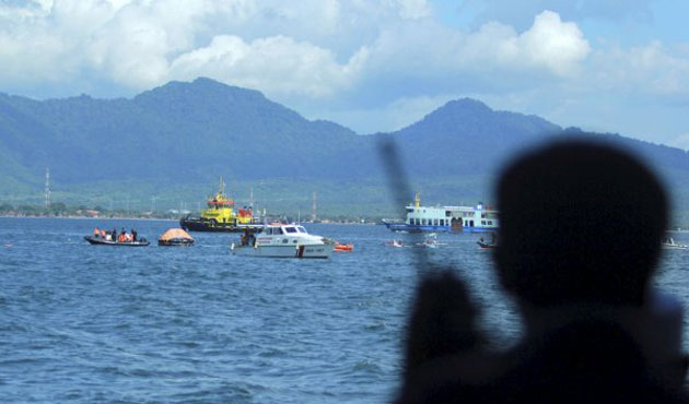 Indonesia holds military drill at South China Sea islands
