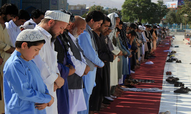 Muslims around the world celebrate Eid al-Fitr 2016
