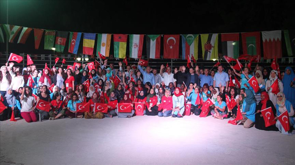 Muslim youths show solidarity with Turkey