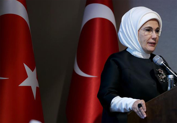 Turkish first lady invites French counterpart to Turkey