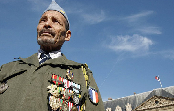 Hollande honours Algerians who fought for France