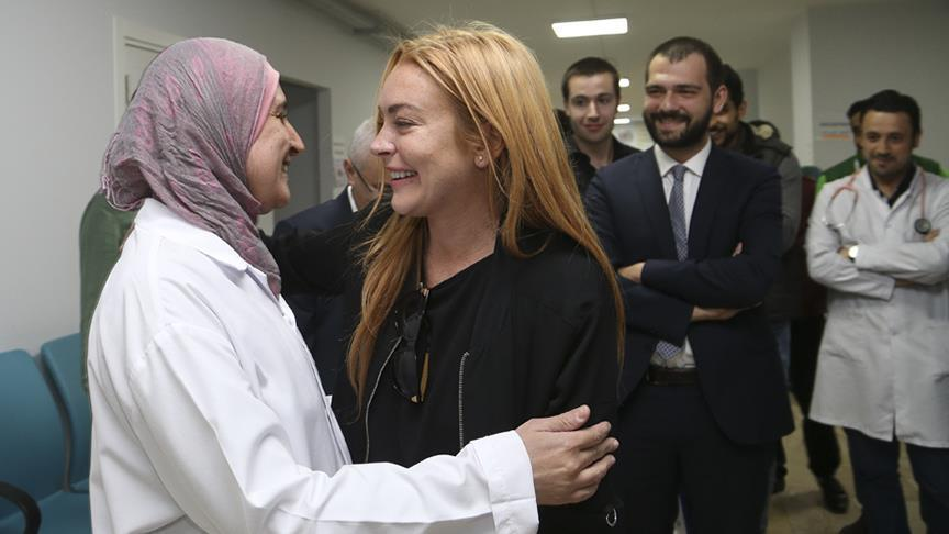 Lindsay Lohan visits Syrian refugees in Istanbul