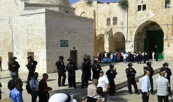 Jewish settlers descend on J'lem's Al-Aqsa for Passover