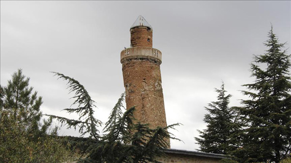 Turkey's leaning minaret rivals Tower of Pisa
