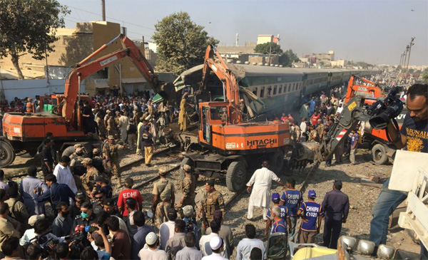 17 dead, 50 injured as Pakistan trains collide
