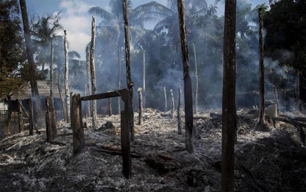 Myanmar burning Rohingya villages to the ground