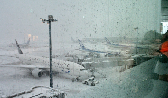 Thousands stranded at Japan airport after heavy snow
