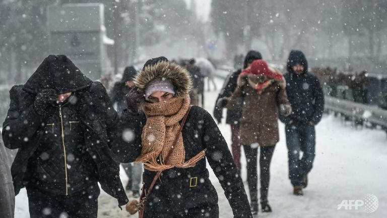 Heavy snowfall, wind disrupt life in Istanbul