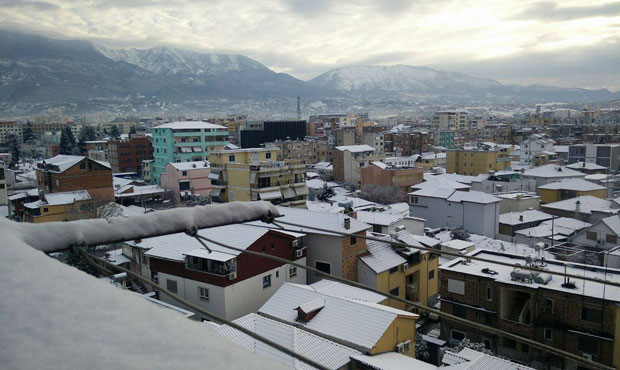 First snow in Tirana after 32 years - PHOTO