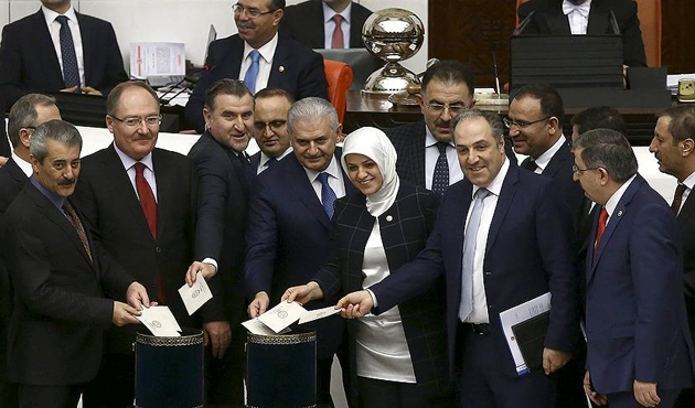 Turkish MPs pass articles 7, 8 of new Constitution