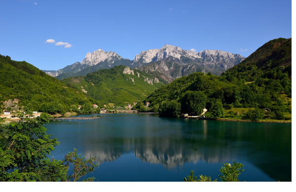 Race for kilowatts empties Bosnian lake