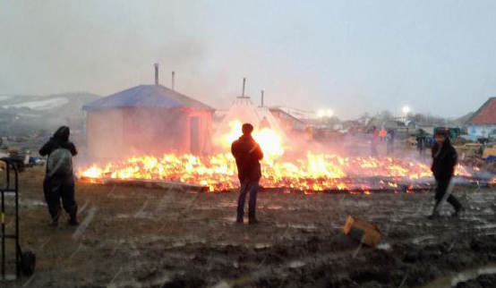 US: Pipeline protesters set fires as camp closure looms