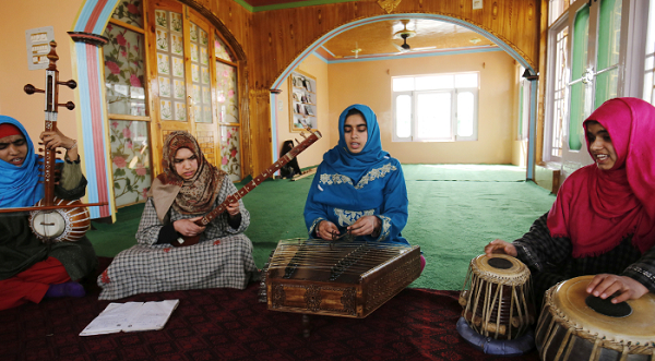 Girls help preserve Kashmir's Sufi music traditions