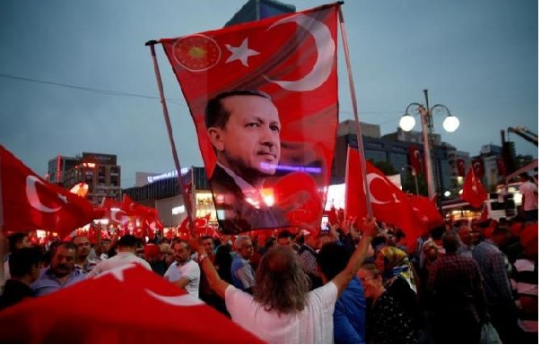 Turnout in Turkish referendum 'shows mature democracy'
