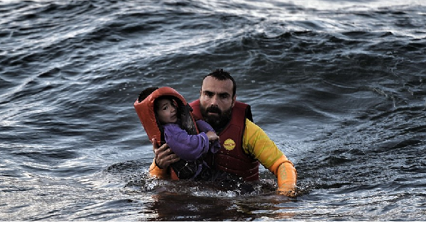 Greece, Spain in refugee rescues