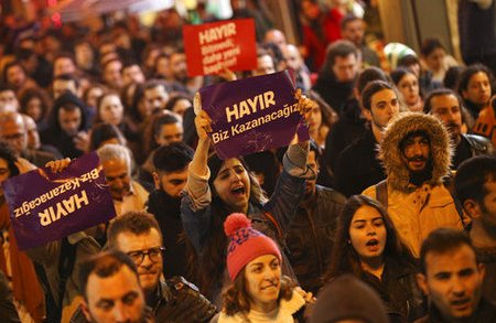 Thousands of 'No' supporters protest Turkey vote in Istanbul