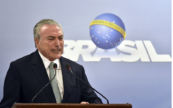 Brazil president vows to stay on amid corruption probe