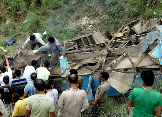 28 killed as bus falls into gorge in northern India