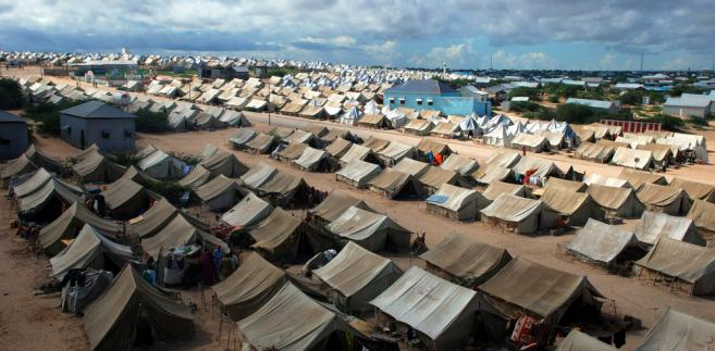 Probe calls after refugee dies at Australia camp in PNG