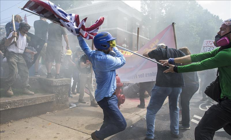 US: Emergency declared as clashes erupt at hate rally