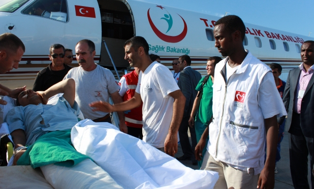 Turkish Red Crescent gives aid to Somalia blast victims