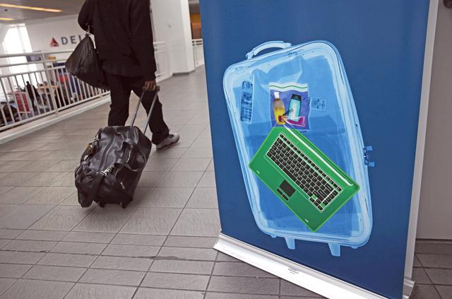 US seeks electronic ban for checked luggage