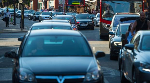 Polluting vehicles start paying London charge