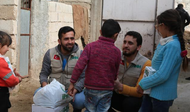 Turkish NGO distributes aid to villages in Afrin