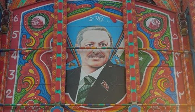 Love for Erdogan finds spot in Pakistani truck art
