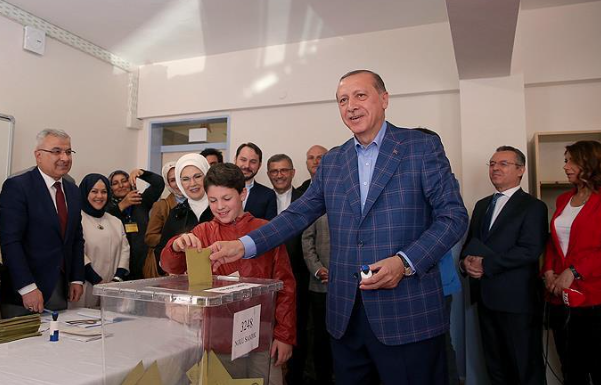 Turkish president casts his vote in Istanbul