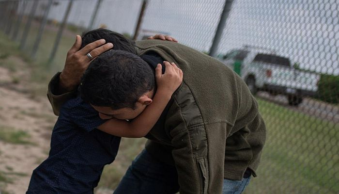 US judge halts deportations of immigrant families